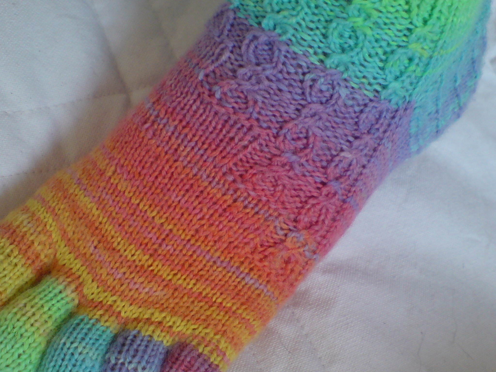 Free Knitting Patterns For Socks With Toes : sherbert toe socks   lyos august 2009 loumms